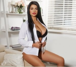 Soumayyah bondage live escort in Bay St. Louis